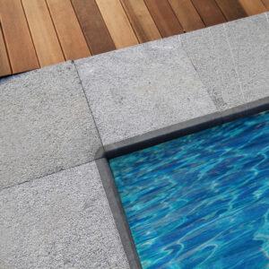 Margelle en pierre naturelle piscine