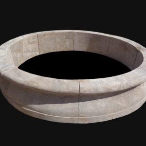 Orgeval - Fontaine ronde en pierre de Bourgogne