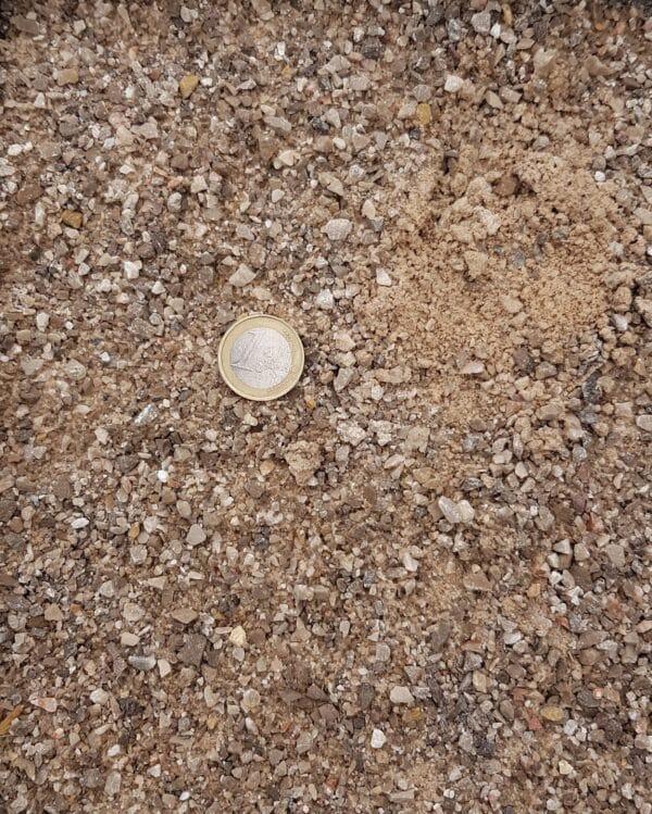 sable pétanque gris